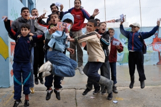 kids from Darna Association in Tangier celebrating the project (c)mewemorocco 2009